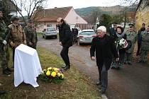 V pátek dopoledne byla v Ostrově u Prachatic odhalena pamětní deska jako pocta a vzpomínka na generála Františka Pateru.