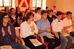 S třídní učitelkou Lucií Kuttenbergovou přišli pro pamětní listy studenti kvarty prachatického gymnázia.