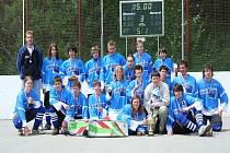 ÚSPĚŠNÝ TÝM. V uplynulé sezoně prodělali hokejbalisté Ederstavu Prachatice obrovskou přestavbu celého týmu. Zejména dorostenci měli opravdu skvělou sezonu.