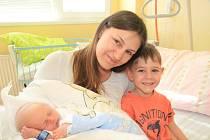 SAMUEL KULHÁNEK, NOVÁ PEC. Narodil se v úterý 19. března 38 minut po půlnoci v prachatické porodnici. Vážil 2470 gramů. Má brášku Robina (4 roky). Rodiče: Pavla a Michal.