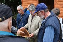 Delegace pětapadesáti včelařů ze Slovinska a Rakouska navštívila české přátele.