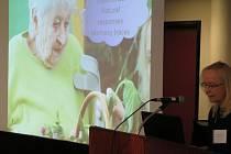 Ředitelka Domova Mistra Křišťana z Prachatic přednášela v Kanadě o smyslové aktivizaci.