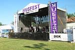 První koncertní den na festivalu HusFest 2019 v Husinci.