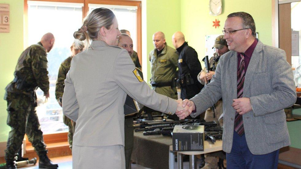 Vojenská policie přijela udělat radost do Domova Matky Vojtěchy v Prachaticích.