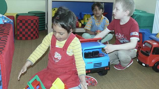 OPRAVENÁ ŠKOLKA. Mateřská škola v Chrobolech postupně prochází modernizací. Děti dostaly i nové hračky, jako například konstruktivní stavby.