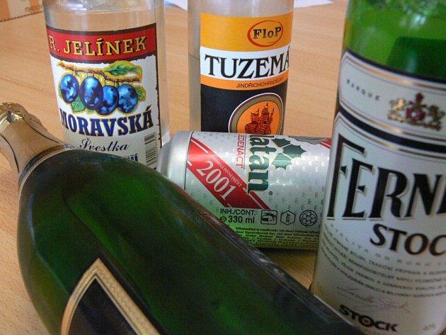 Požívání alkoholu je celospolečenským problémem.