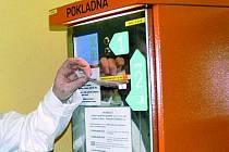 AUTOMAT SLOUŽÍ DÁL. Pacienti, kteří nechtějí přijmout dar, mohou použít automat.