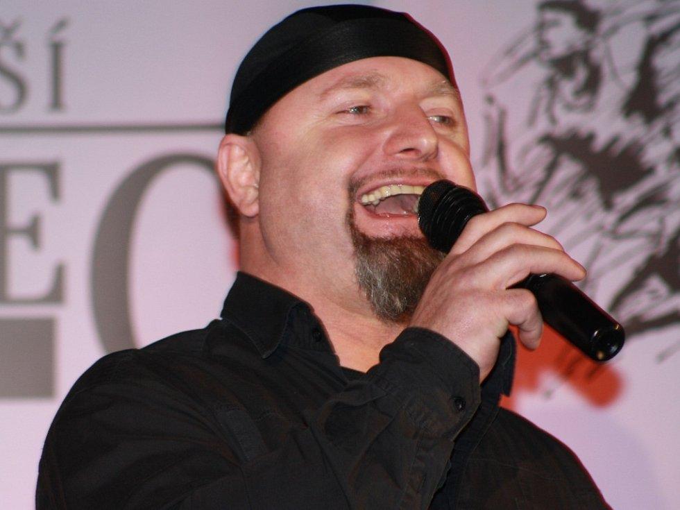 Sportovcům zazpíval jiří Zonyga.