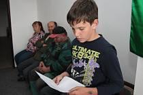 Návrhy, jak vylepšit město podle potřeb dětí, přednesl za žákovský parlament na začátku pondělního jednání zastupitelstva města Volary Zdeněk Matějka.