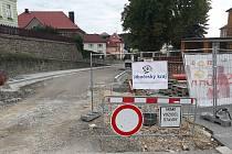 Řidiči ve Vimperku se musí v následujících dnech připravit na uzavírku ulice 1. máje v úseku od křižovatky se Hřbitovní ulicí (vjezd do ZŠ TGM) před křižovatku s ulicí Sadová (u pošty).