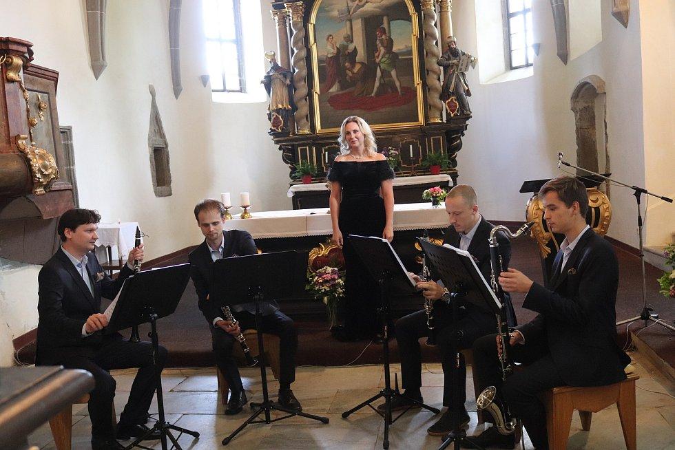 Koncert Klarinetového souboru Prachatice v kostele v Záblatí.