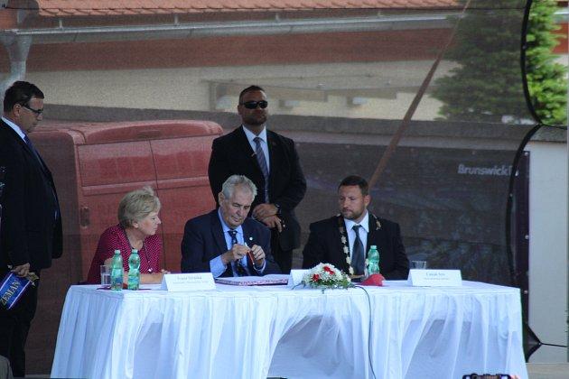 Prezident Miloš Zeman se vúterý odpoledne setkal sobyvateli Vimperka