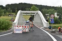 Oprava mostu v Horní Vltavici, dnes už přes něj auta jezdí.