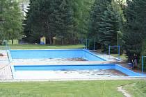 Nad letní sezonou venkovního koupaliště ve Vimperku visí veliký otazník.