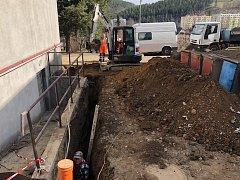Nejen oprava povrchů, ale i odvodnění je součástí dalších prací ve městě.