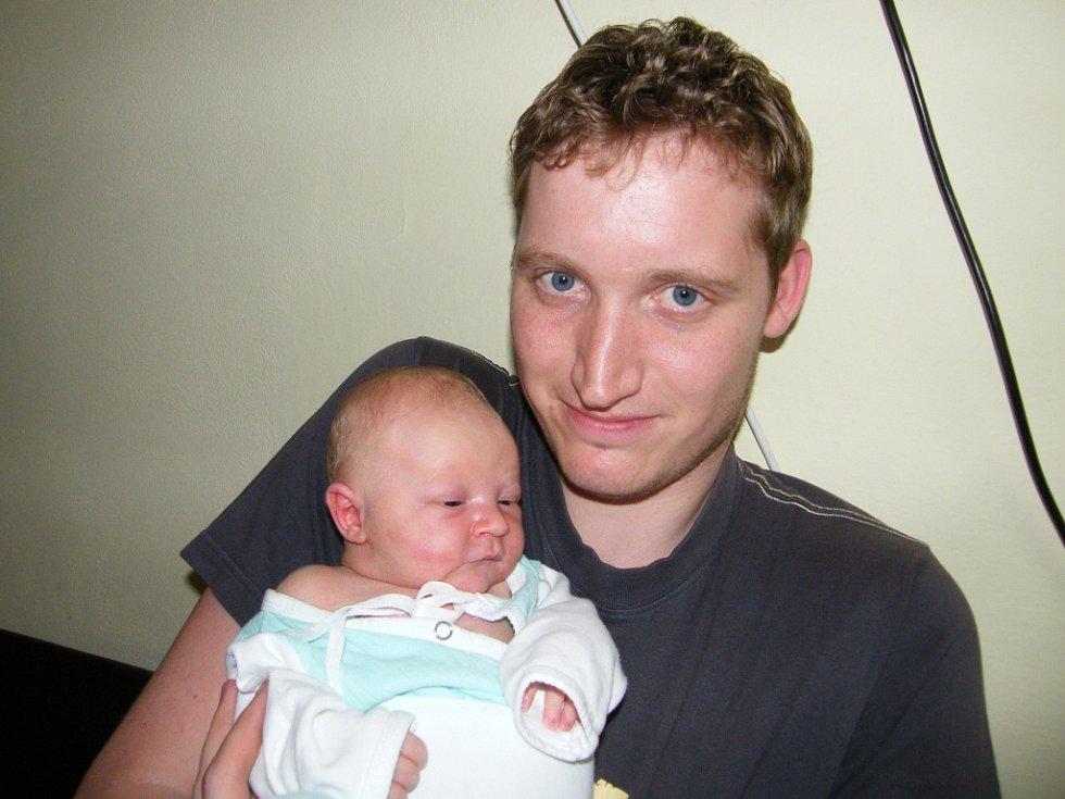 Tadeáš Vávra  se v prachatické porodnici narodil 28. března 2012 ve 13.05  hodin, vážil 3900 gramů a měřil 52 centimetrů. Rodiče Lenka a Tomáš Vávrovi jsou z Prachatic.