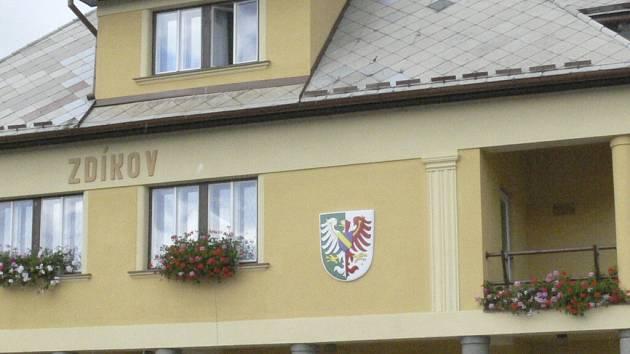 Starosta Zdeněk Kantořík splnil slib, Zdíkovští mají k dispozici nové zařízení obecního rozhlasu. Ilustrační foto.