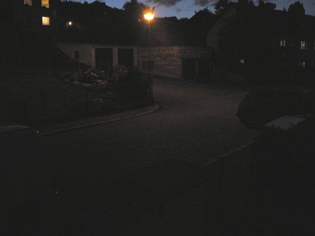 V úseku mezi Přečínem a Vacovem řidiči lépe uvidí, osvětlení bylo dokončeno. Ilustrační foto.
