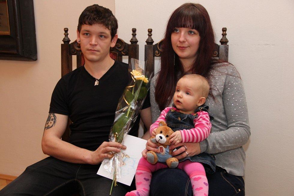 Ve čtvrtek se v obřadní síni v Prachaticích uskutečnilo první vítání nových občánků v letošním roce. Mezi nimi i Eliška Pivoňková.