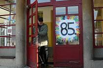 Základní škola Vodňanská v Prachaticích ožila i v sobotu 27. listopadu. Ne však učením, ale oslavami výročí 85 let od svého založení.