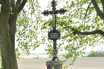 Restaurovaný kříž na původním Rybově hrobě.