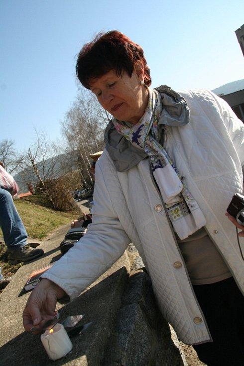 Zdeňka Hrůzová měla připravené i pomůcky na výrobu sklíček.
