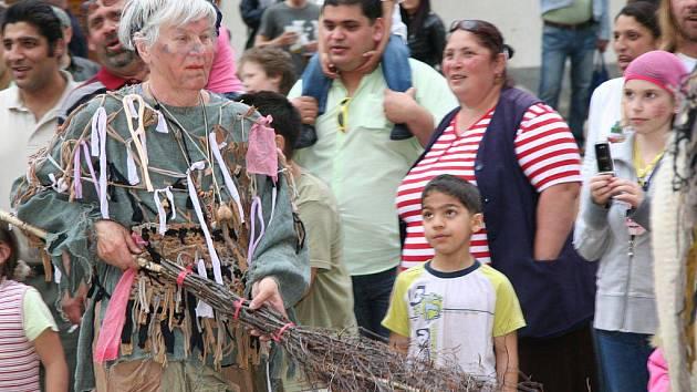 Čarodějnický rej na Velkém náměstí v Prachaticích