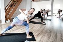 Zacvičte si jógu. Ilustrační foto.