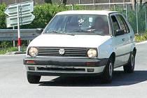 Čtyřiačtyřicetiletý řidič osobního automobilu Peugeot způsobil dopravní nehodu, když nedal přednost na křižovatce. Ilustrační foto.