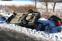 Dva kilometry před vjezdem do Volar od směru z Prachatic havaroval jednadvacetiletý řidič Škody Felicia , kde nezvládl zatáčku a vyjel mimo vozovku.