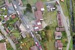Záběry na místo neštěstí v Lenoře z výšky.