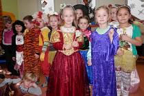 Děti ze zdíkovské mateřinky si užívaly maškarního veselí přímo ve třídách.