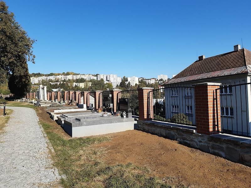 Nová zeď kolem hřbitova ve Vimperku.