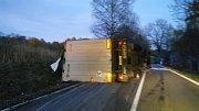 Dopravní nehody v Lenoře a u Houžné zablokovaly na několik hodin dopravu.