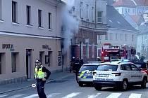 Požár v ulici 1. máje ve Vimperku.