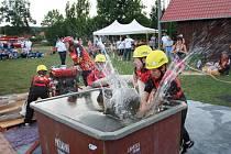 Udržet mladé hasiče u sborů dobrovolných hasičů bývá někdy problematické, ale kdo se hasičem narodil zůstává jím napořád.