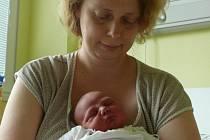 Šimon Částka se narodil v sobotu 6. června v 4.55 hodin rodičům Lence a Václavovi. Vážil 3400 gramů. Chlapeček bude vyrůstat v Netolicích, kde na něj čekal osmiletý bráška Matyáš.