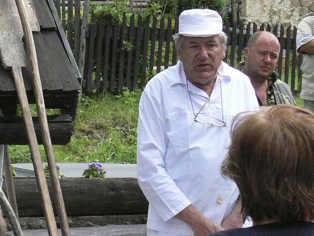 Augustin Sobotovič vždy rád vysvětlí, jak na chléb zadělat a přidá i něco z historie veřejné pece