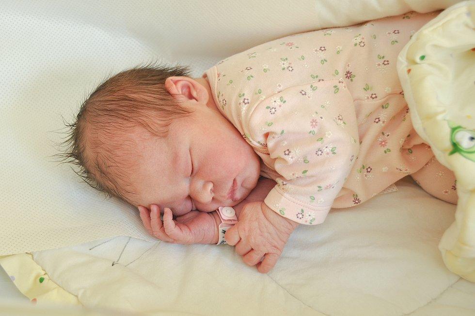 ELLA NACHLINGEROVÁ, ŠUMAVSKÉ HOŠTICE. Narodila se v pátek 27. března ve 20 hodin a 50 minut ve strakonické porodnici. Vážila 3380 gramů. Má sestřičku Natálku (3 roky). Rodiče: Ivana a Jiří.