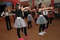 Na páteční odpoledne připravil senior country club SEN SEN v Prachaticích setkání tanečních souborů. Všechny věkové kategorie tanečníků si tak připomněly Mezinárodní den tance.