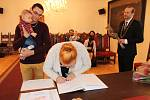 Ve druhé skupince starosta Prachatic přivítal tři nové občánky.