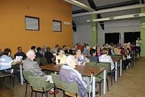 Město Volary pozvalo seniory na setkání, na kterém se po bohatém úvodním programu tančilo až do půlnoci.