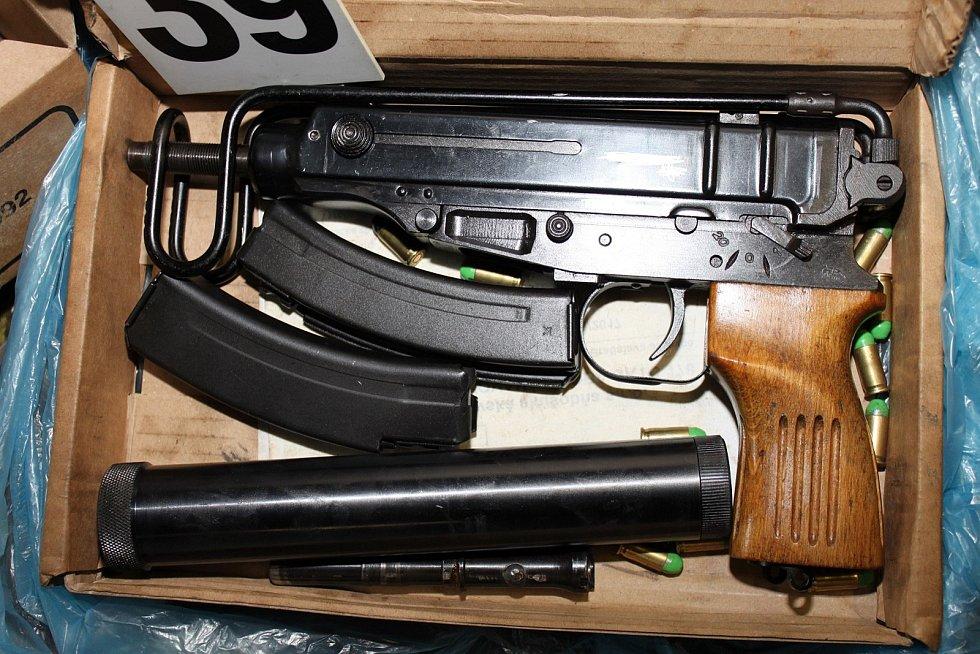 Zbraně z Prachaticka zajištěné Národní centrálou proti organizovanému zločinu z Českých Budějovic.