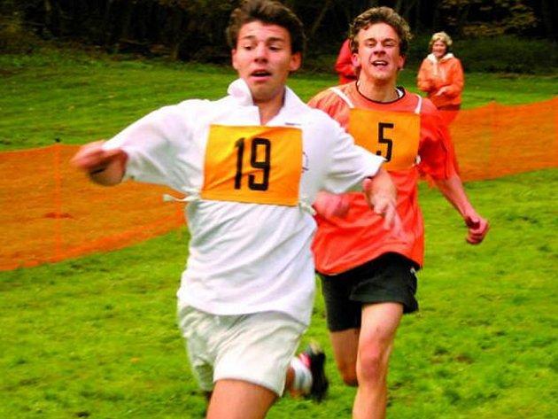 PŘESPOLNÍ BĚH. Do závodu se zapojilo deset škol, Vimperští skončili na 4. místě.