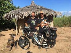 Cestovatel Tadeáš Šíma cestuje Afrikou na kole. Do cíle mu zbývá ještě 5000 kilometrů.