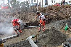 S jarem zase řemeslníci začali opravovat ve Volarech.