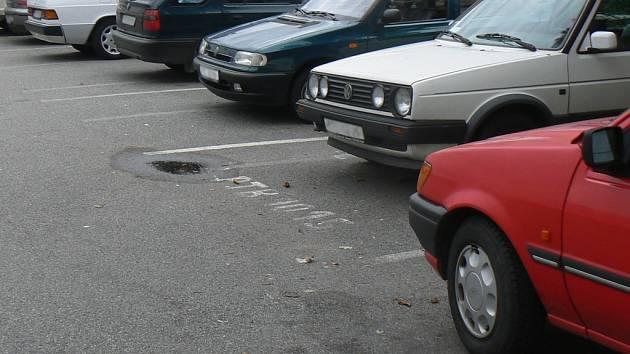 Parkovište se letos bohužel nepodařilo vybudovat. Ilustrační foto.