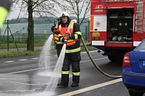 Zásah hasičů na silnici u Němčic stál desítky tisíc korun.