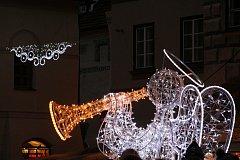 Do obnovy a doplnění vánoční výzdoby investují každoročně města a obce tisíce korun.