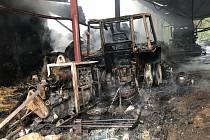 Ve čtvrtek 24. června od rána bojovali hasiči s ohněm haly ve Chvalovicích.